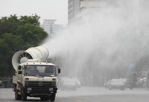 多功能抑尘车现青岛 污染物浓度可降15%
